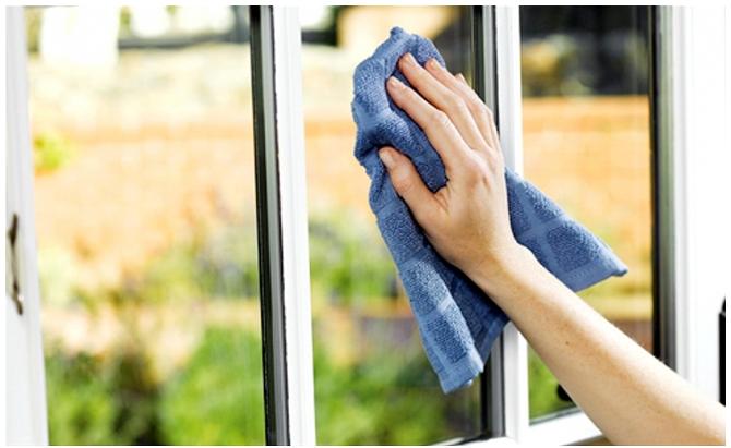 Sai lầm khi vệ sinh cửa kính