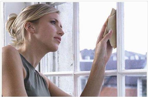 5 Sai lầm khi lau dọn cửa kính